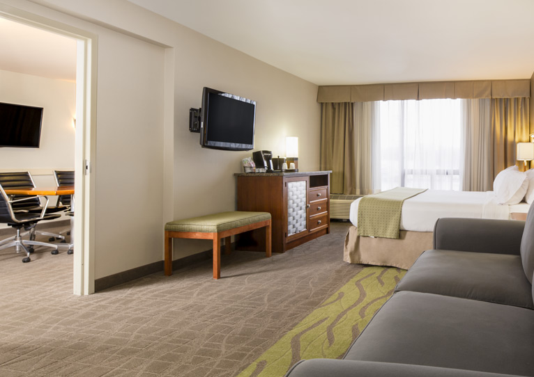 1 King Bed Executive Suite Nonsmoking of Holiday Inn Columbia East-Jessup